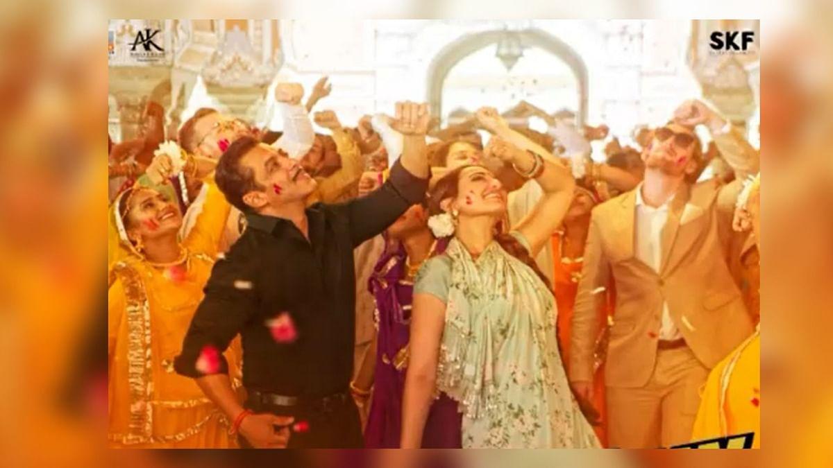 Salman & Sonakshi Express Their Love in Dabangg's 'Habibi Ke Nain'