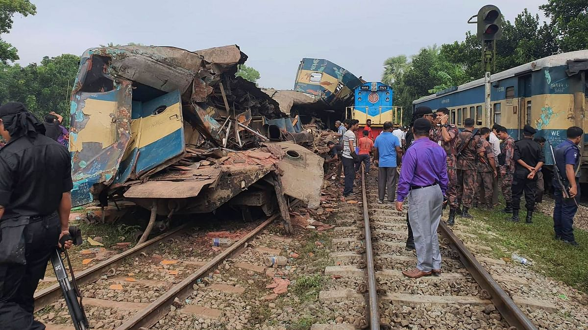 16 Killed, Over 60 Injured in Collision of Trains in Bangladesh