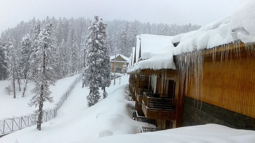Tourists in For a Suprise As Kashmir & Himachal Witness Snowfall
