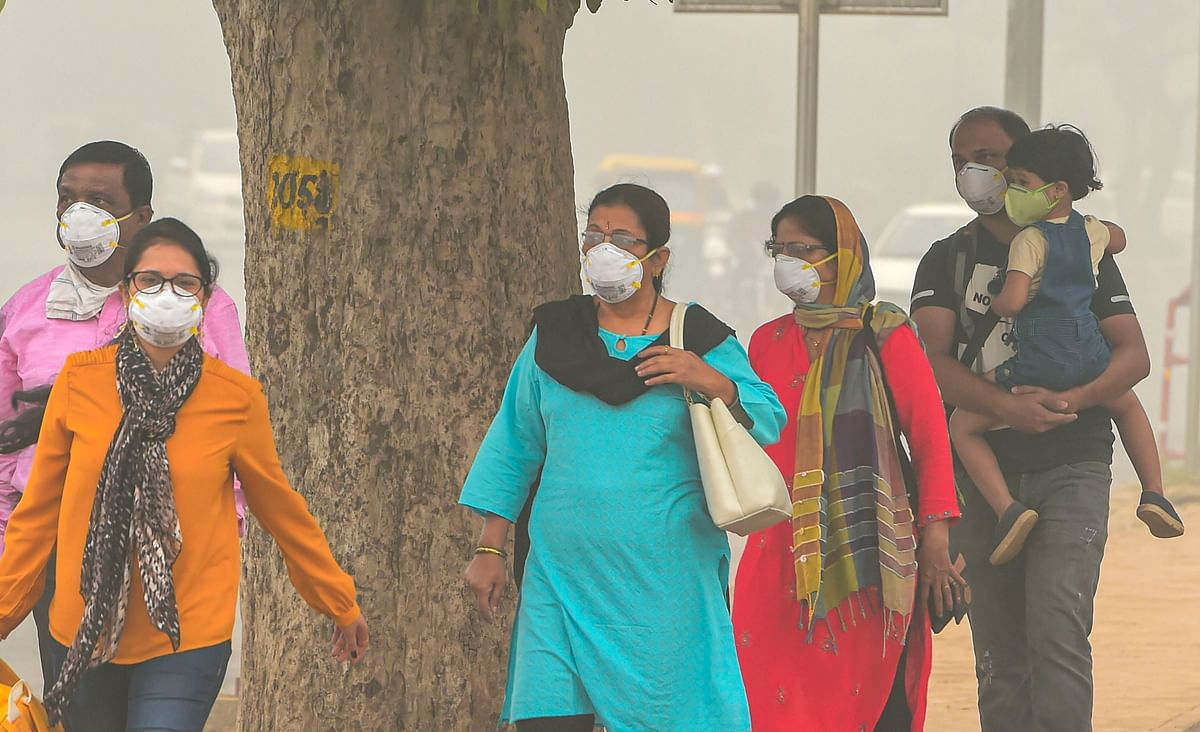 People wear masks amid heavy smog as the air quality further dips to the hazardous 'severe plus' category on Sunday, 3 November.