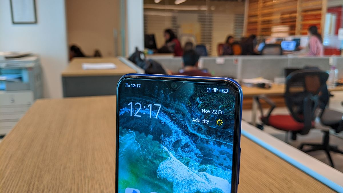 It sports a small notch which houses the front camera.