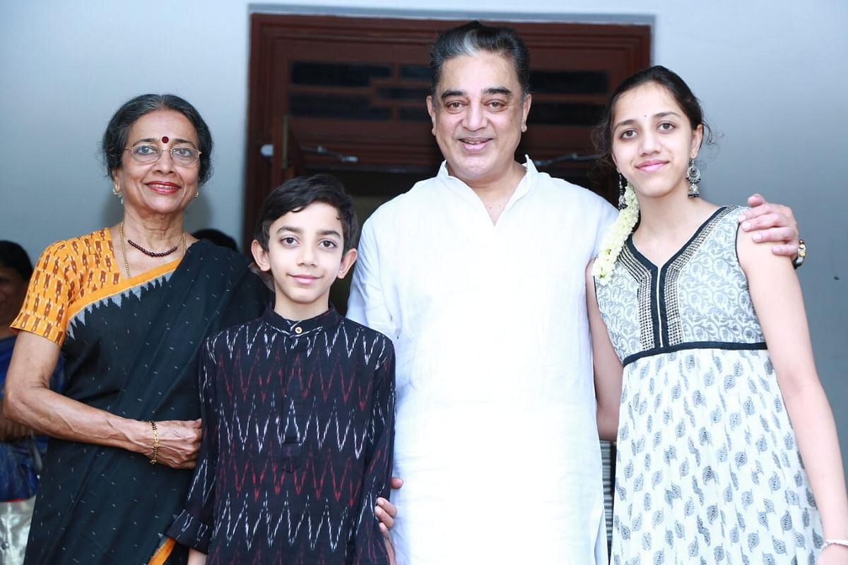 Kamal Haasan with his family in their hometown in Paramakudi, Ramanthapuram.