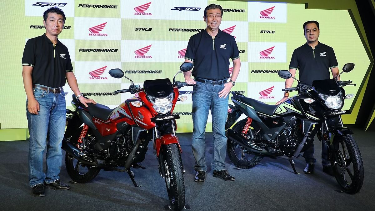 The Honda SP125 with the management team.