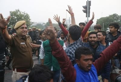 New Delhi: People against JNU students