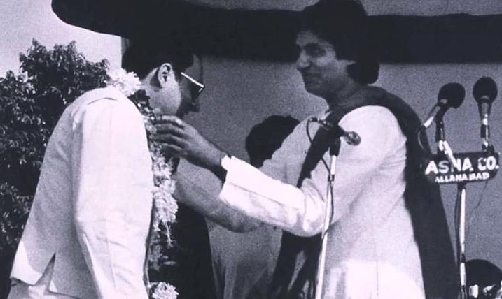 Amitabh Bachchan with Rajiv Gandhi.