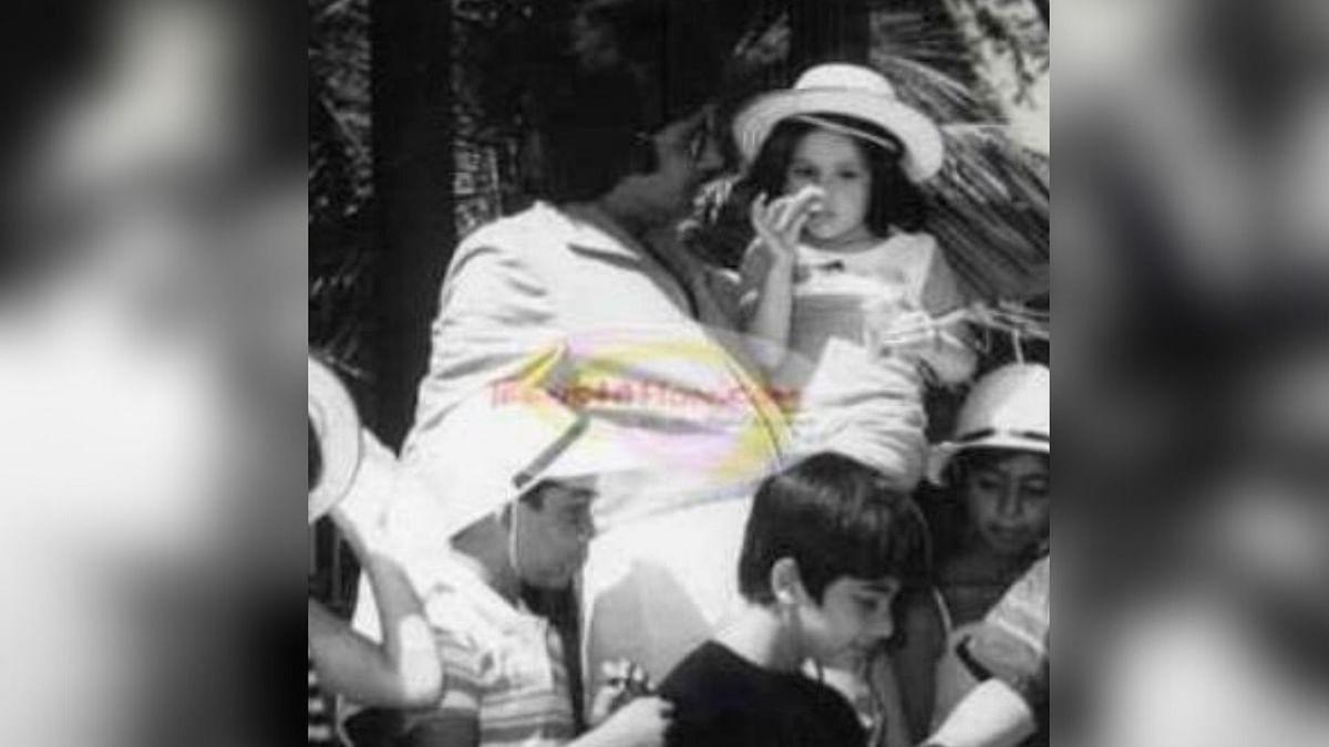 Amitabh Bachchan with Kareena Kapoor.