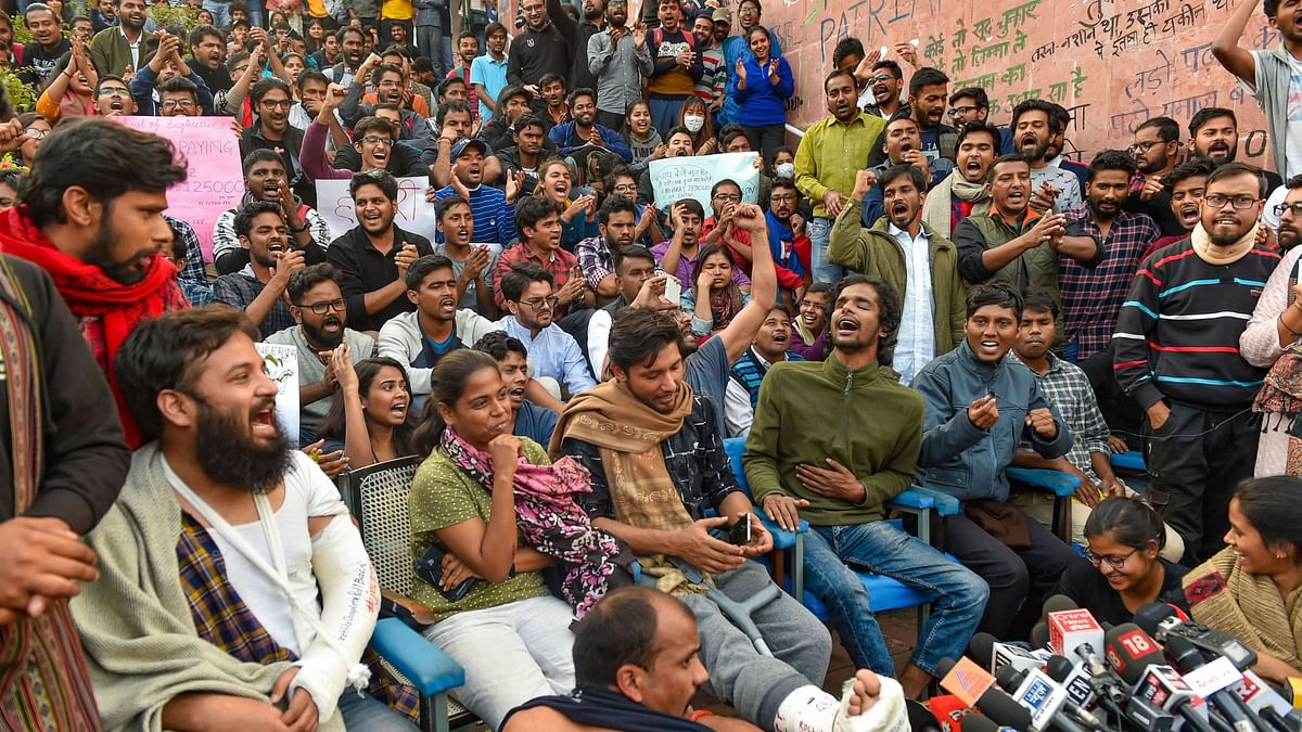 'Calling for Dialogue with VC Over Fee Hike,' Say JNU Students