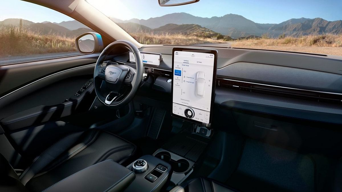 15.5-inch display to guide you through inside the car.