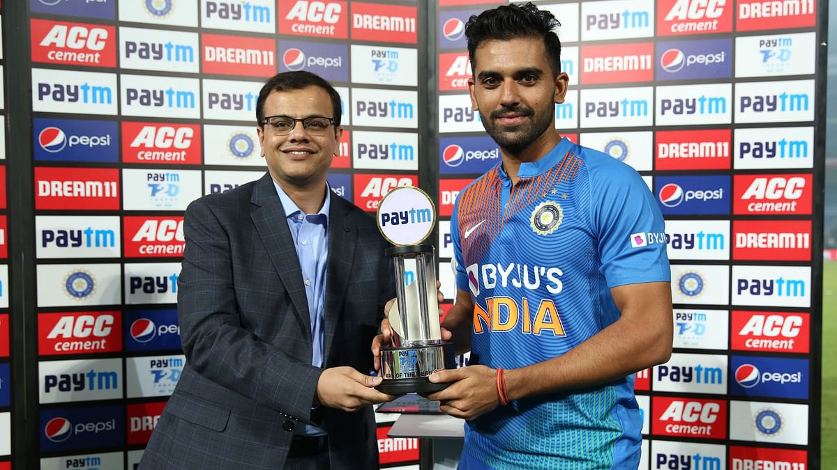 Deepak Chahar receives the man of the series award after the 3rd T20 International match between India and Bangladesh held at the Vidarbha Cricket Association Stadium, Nagpur on the 10th November 2019.