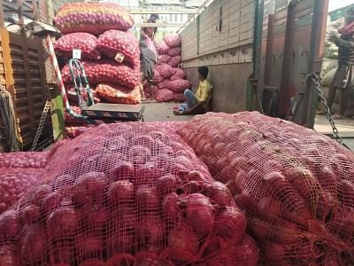 Thieves decamp with onions from Bengal shop, leave cash