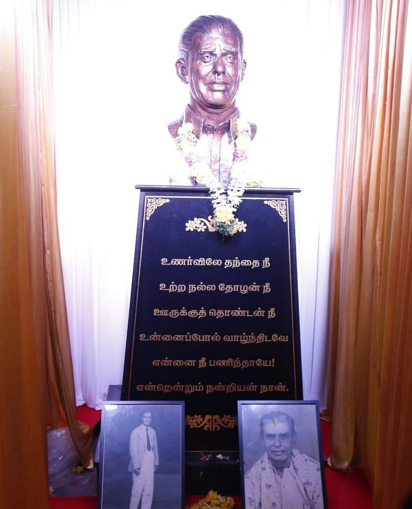 Haasan's family unveiled the statue of his father, D Srinivasan, at their home. Srinivasan was a lawyer and a freedom fighter.