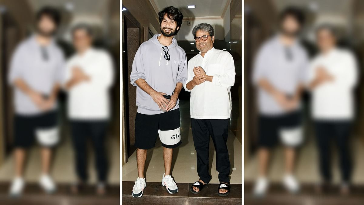 Shahid Kapoor and Vishal Bhardwaj clicked outside the director's office.