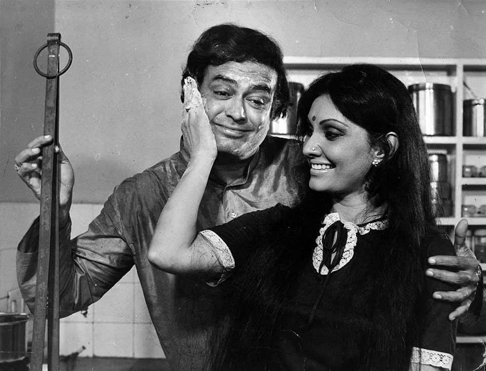 Sanjeev Kumar and Vidya Sinha in <i>Pati Patni Aur Woh</i>