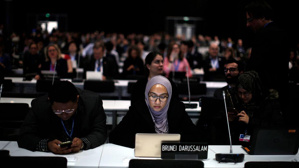 UN Climate Talks Stagger Towards 'Mediocre' Outcome
