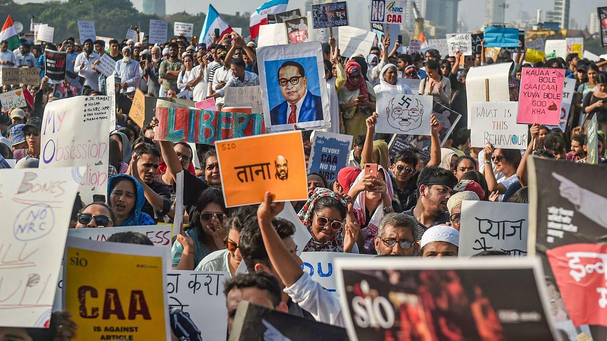 Mumbai Says 'Yes' to CAA at August Kranti, 'No Way' at Azad Maidan