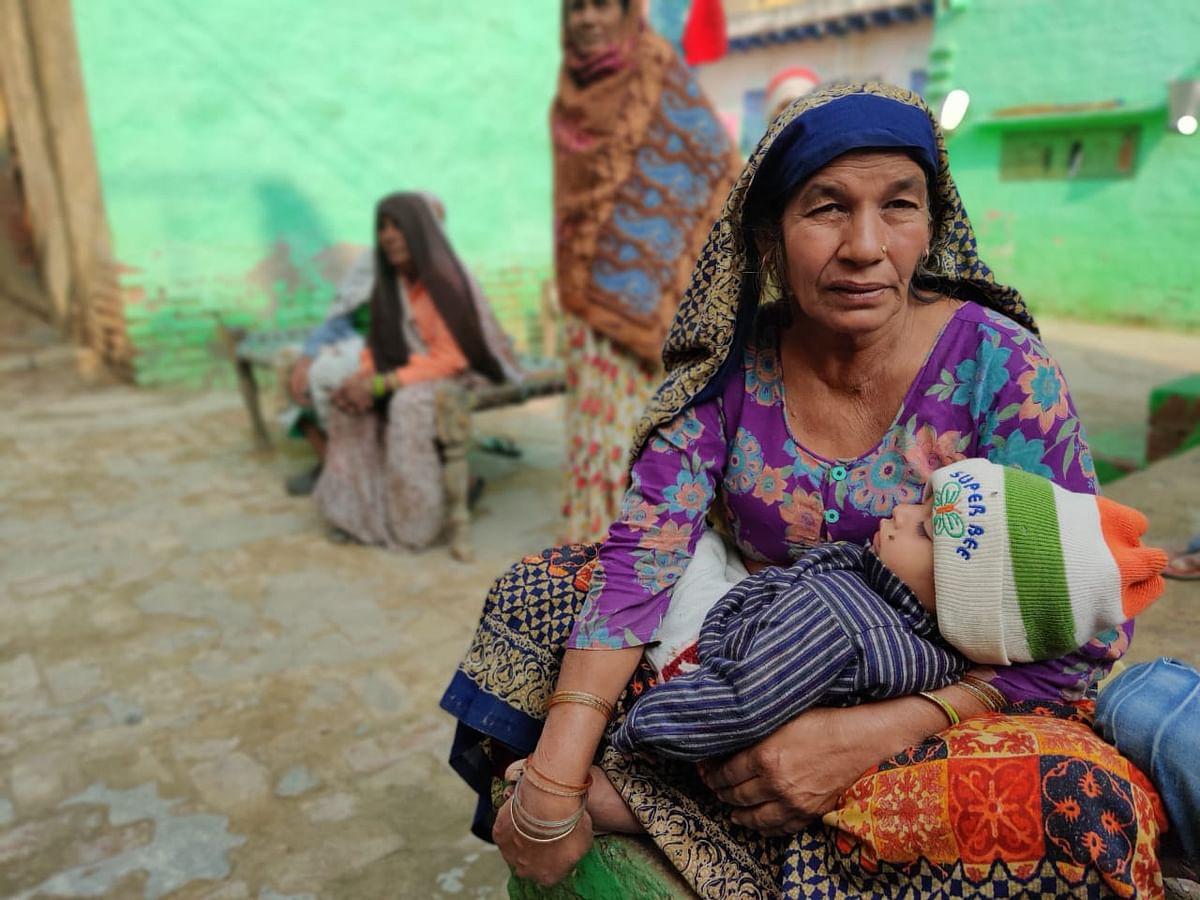 Parmeshwari, the accused Sonu Bhati's mother