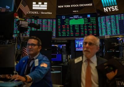 NEW YORK, Oct. 11, 2019 (Xinhua) -- Traders work at the New York Stock Exchange in New York, the United States, on Oct. 11, 2019. U.S. stocks rallied on Friday. The Dow closed up 1.21 percent to 26,816.59, the S&P 500 rose 1.09 percent to 2,970.27, and the Nasdaq increased 1.34 percent to 8,057.04. (Xinhua/Guo Peiran/IANS)