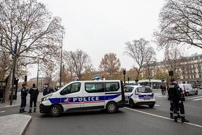 PARIS, Dec. 5, 2019 (Xinhua) -- Police stand guard during a strike in Paris, France, Dec. 5, 2019. Train and metro stations are deserted, schools closed and many aircrafts grounded across French cities on Thursday as the country