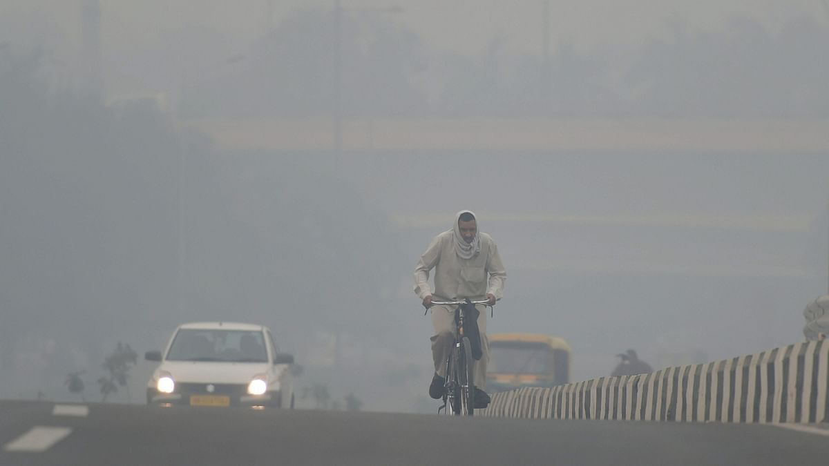 Delhi continues to shiver as the minimum temperature was recorded at 4.2 degrees Celsius  on 27 December.