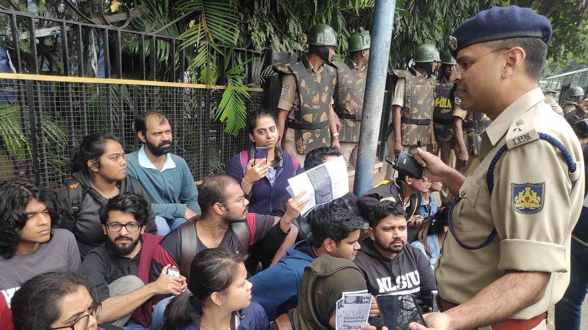 Amid CAA Row, National Anthem Unites Cop & Protesters in B'luru