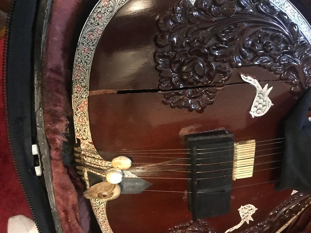 This is the hardest portion of the sitar and cannot break easily unless very badly handled.