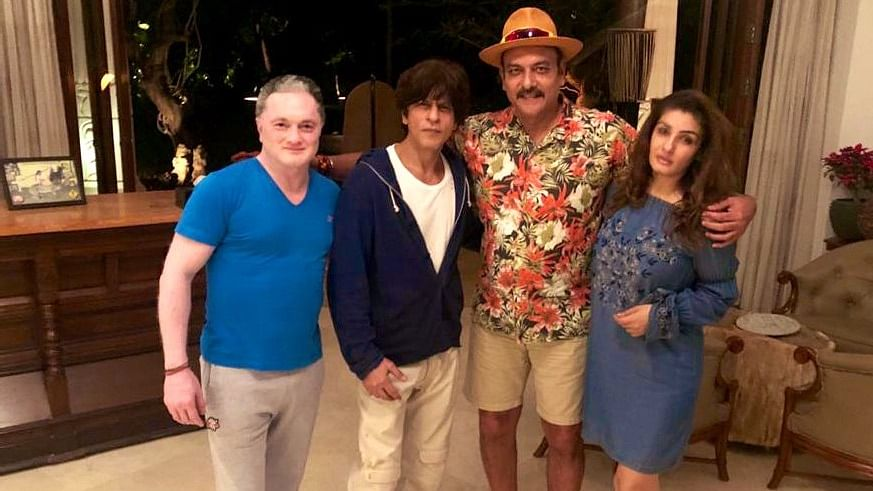 Ravi Shastri Spends Time With SRK & Raveena Before New Year's Eve