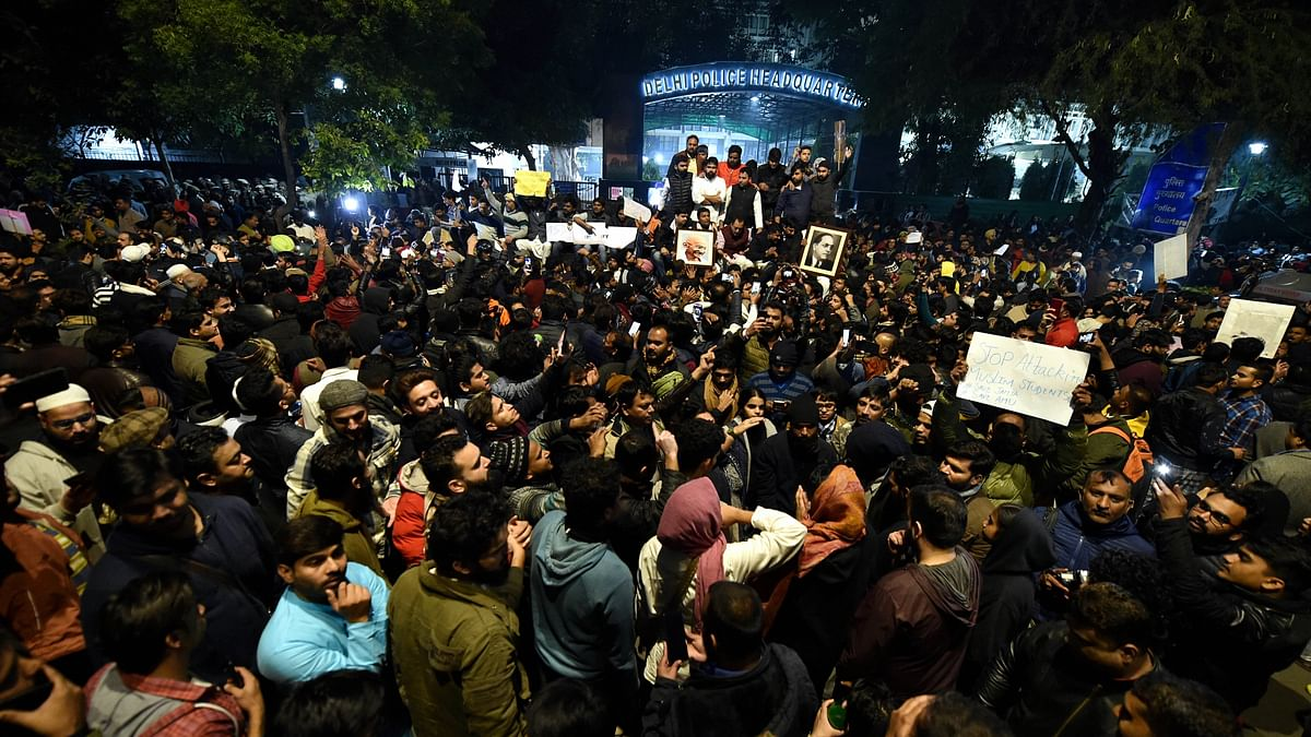 'Shame!': Hundreds Throng Delhi Police HQ Over Jamia Violence