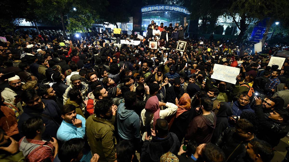 In Pics: Delhiites Unite Outside Police HQ Against Jamia Brutality