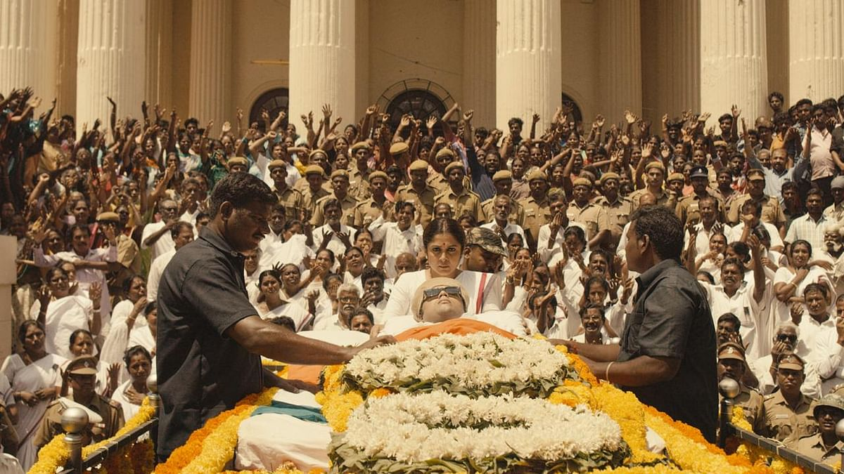 This scene from Queen is reminiscent of Jayalalithaa's 21-hour vigil by MGR's body.