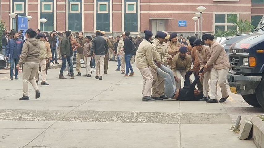 Police personnel were also seen forcibly taking some students out of the Faculty of Social Science area in DU.