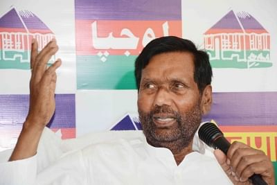 Patna: LJP chief and Union Minister Ramvilas Paswan addresses a press conference in Patna on May 17, 2019. (Photo: IANS)