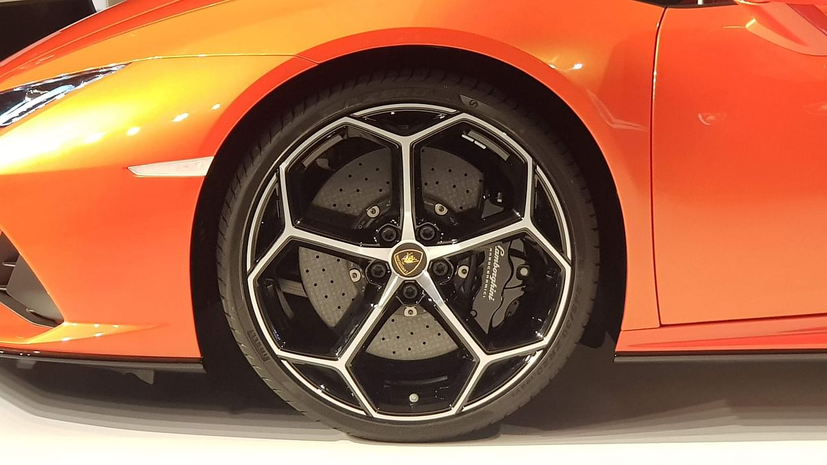 Tubeless tyres work well with alloy wheels mainly as there's a tight air seal between rim and tyre.