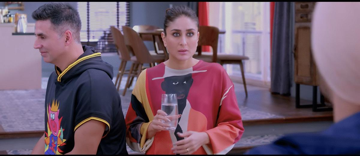 Kareena Kapoor and Akshay Kumar in a still from <i>Good Newwz</i>.