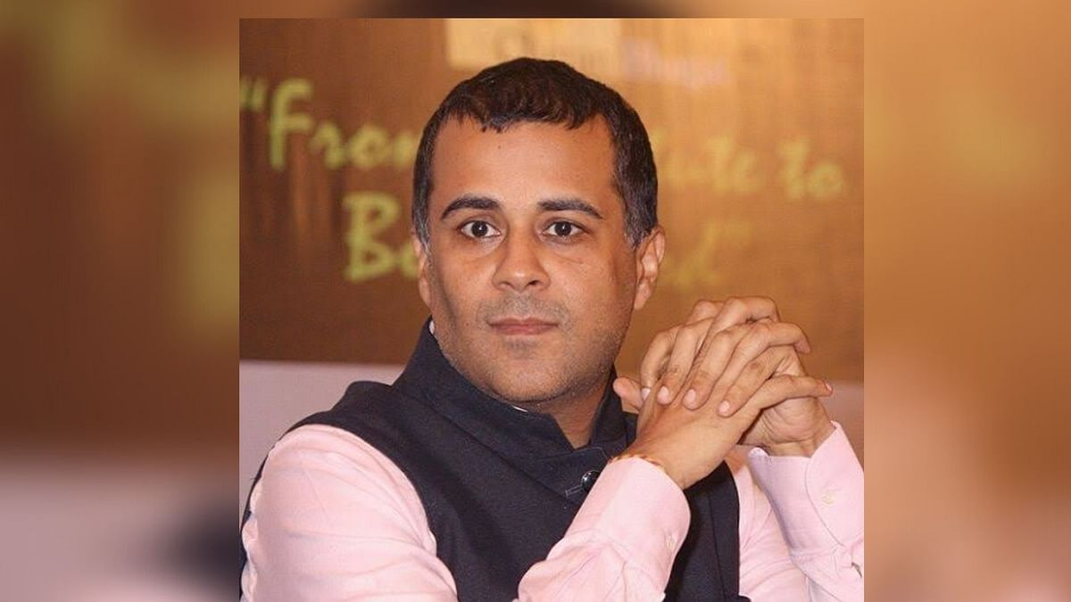 Chetan Bhagat Called Out for His 'Snob & Elitist Critics' Tweet