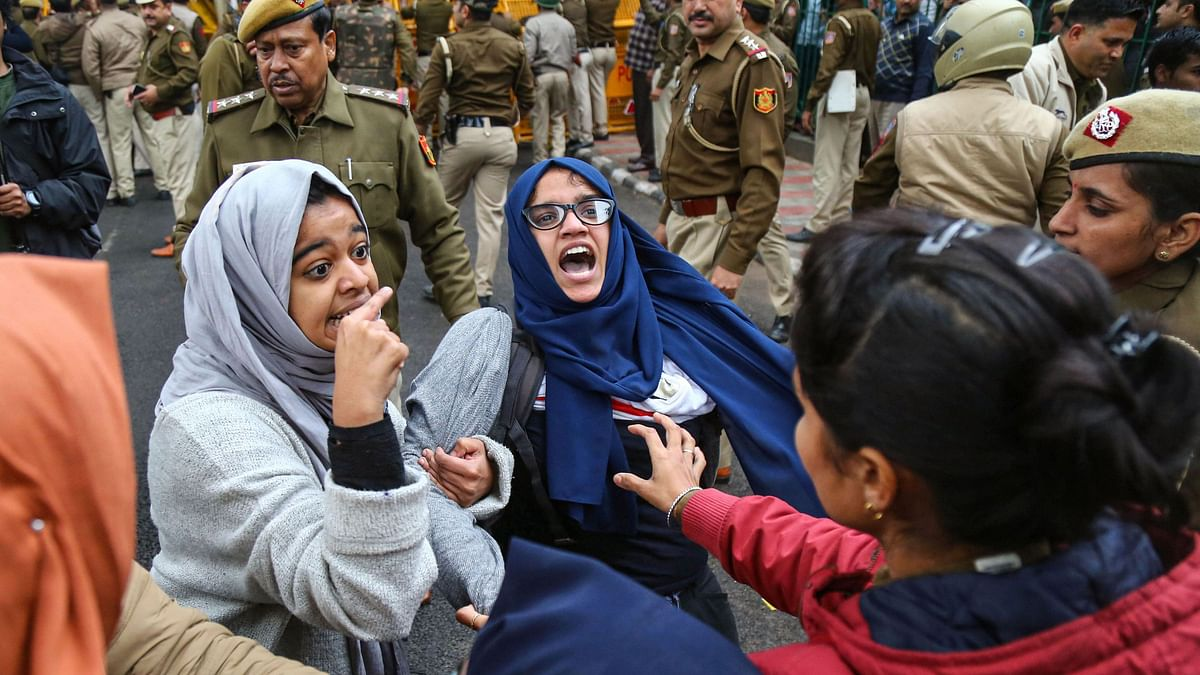 QBullet: CAB Unrest in Delhi, WB; Rahul's 'Rape' Remark Sparks Row