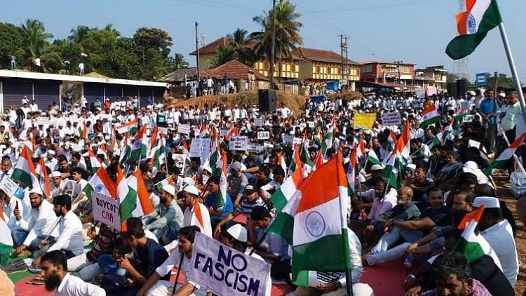 The protest was organised by the Sanyukta Nagarika Vedike at the KC Junction in Talapady amid heavy security deployment.
