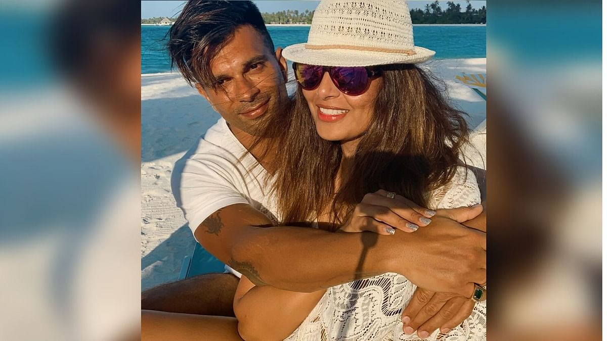 Bipasha Celebrates Her B'Day With Karan Singh Grover in Maldives