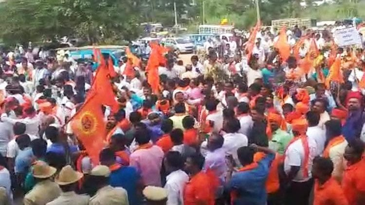 RSS, VHP Protest Jesus Statue in K'taka Proposed by DK Shivakumar