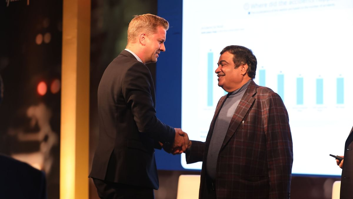 Ben Verhaert, President (South Asia), Anheuser-Busch InBev, with Nitin Gadkari, Union Minister of Road Transport and Highways, at the launch of SRFG dashboard.