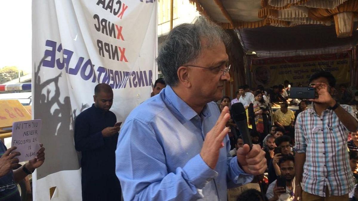 Be Peaceful, Wary of Authoritarianism: Guha to B'luru Protesters