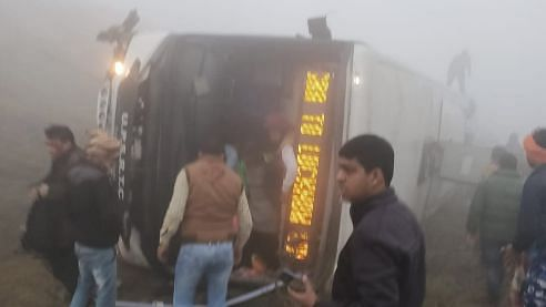 2 Dead, 22 Injured as Bus Rolls Over on Agra-Lucknow Expressway