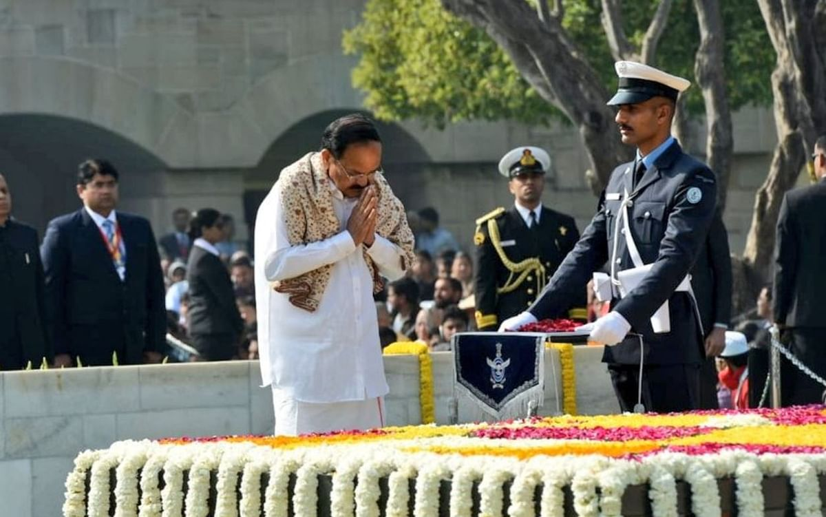 PM, President Pay Homage to Gandhi on 72nd Death Anniversary