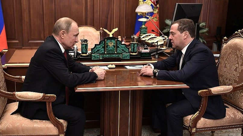 Putin Backs Tax Commissioner for PM After Russian Govt Resigns