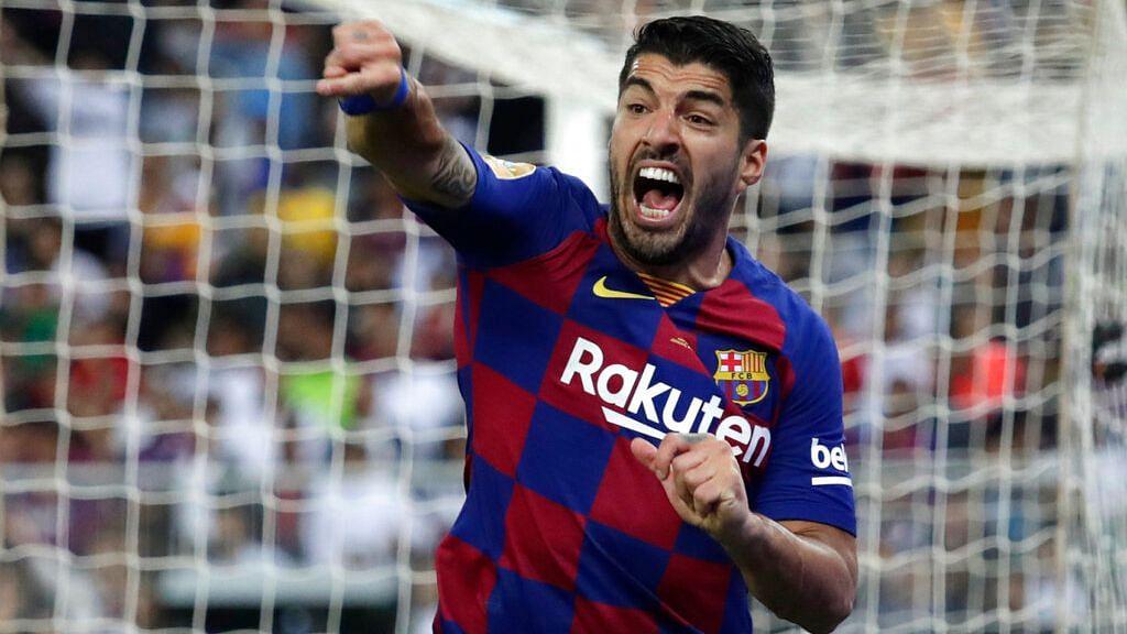 Barcelona Lose Luis Suarez for Four Months After Knee Surgery