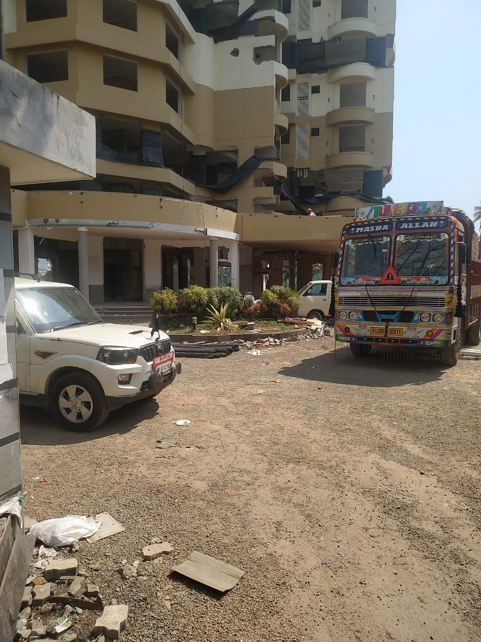 The edifice of Alfa Serene building started falling a while ago.