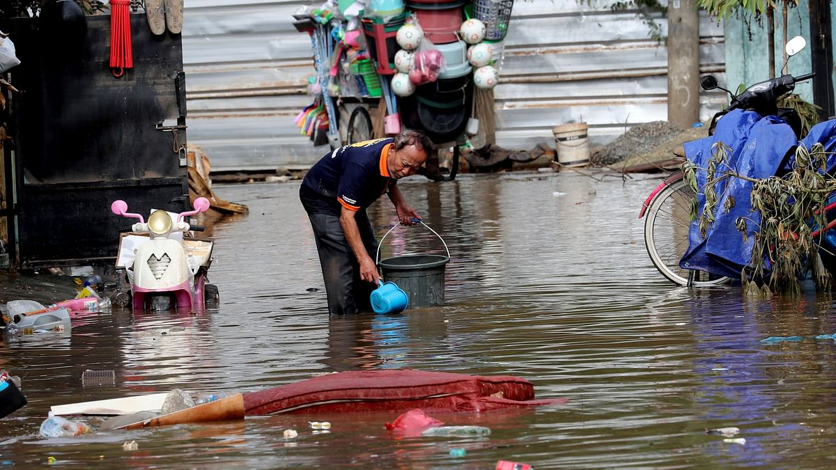 Severe flooding in greater Jakarta has killed 47 people and displaced tens of thousands others displaced.