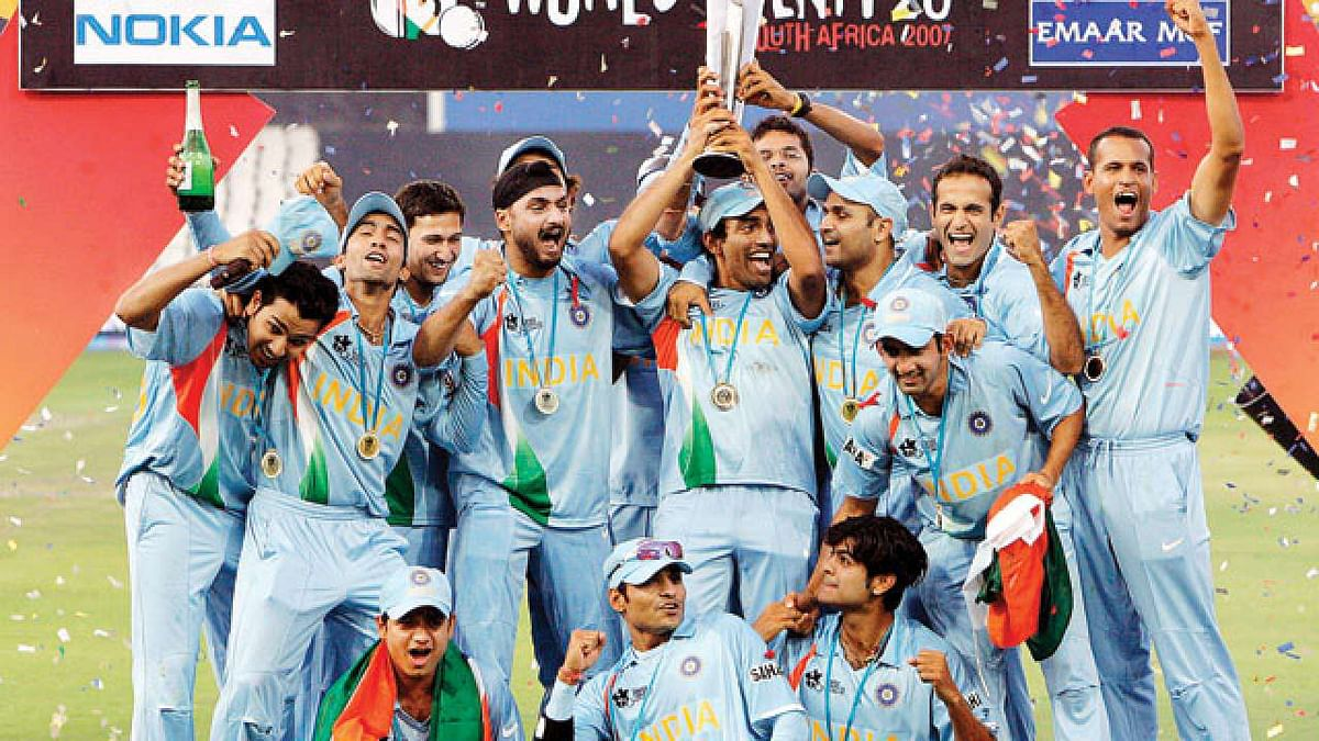 The Indian team with the 2007 T20 World Cup trophy.