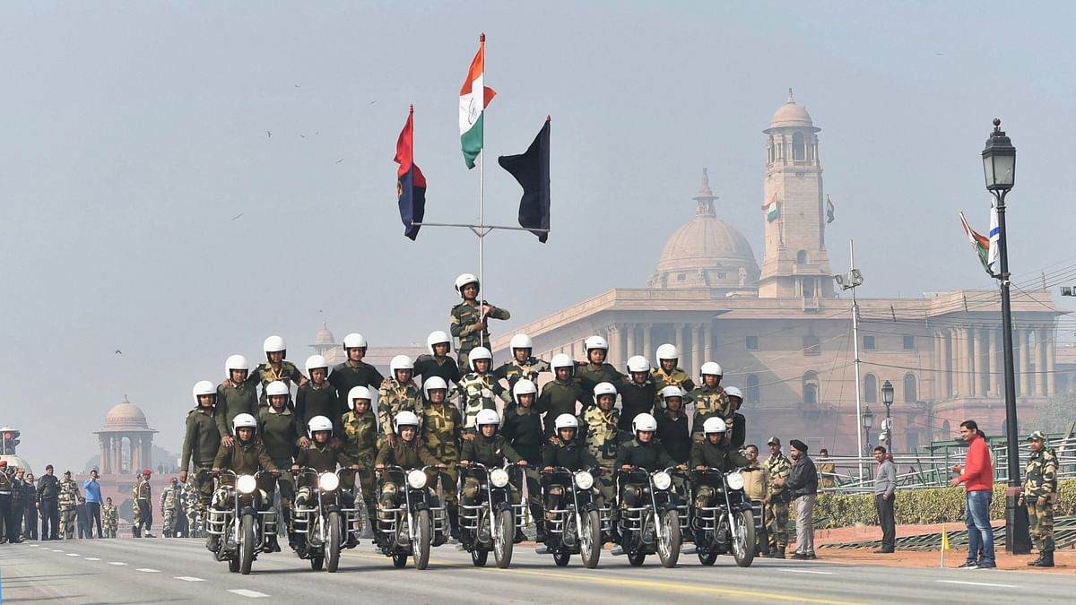 Women CRPF Bikers to Make R-Day Parade Debut With Daredevil Stunts