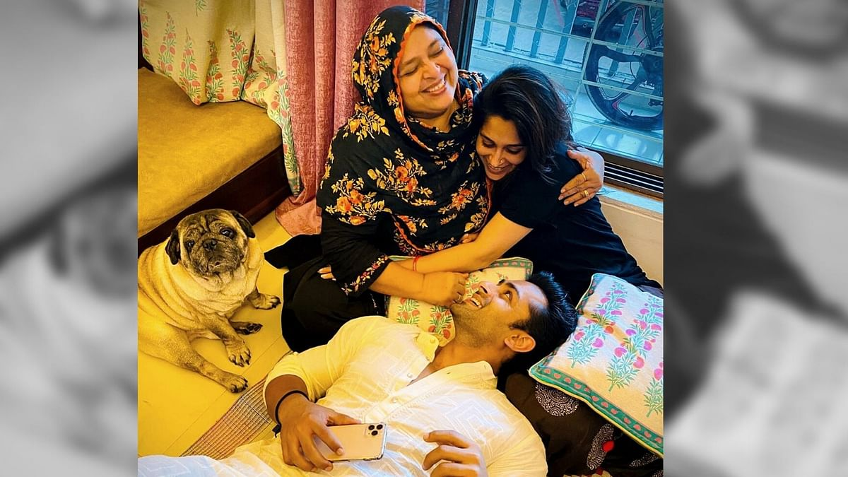 Dipika Kakkar with husband Shoaib, mother-in-law and the family pet.