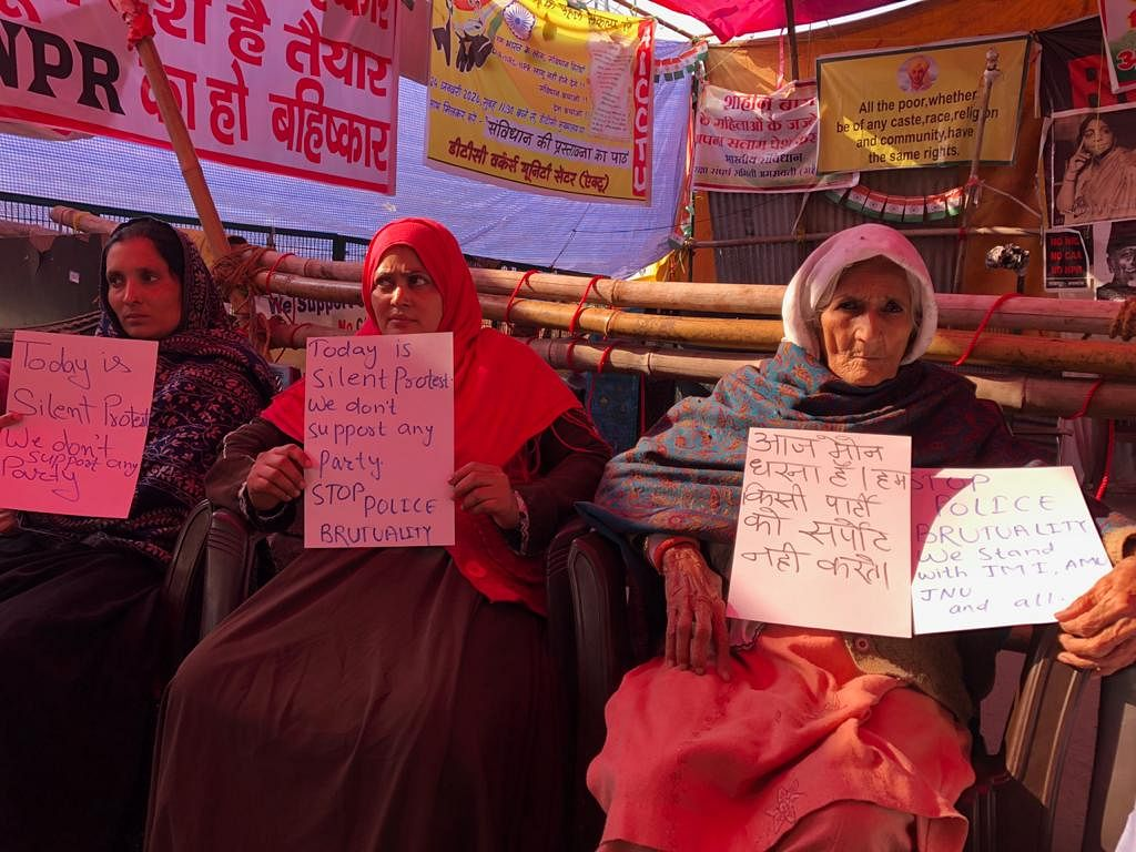 Bilkis dadi (R) sitting along with the women at the dharna site.